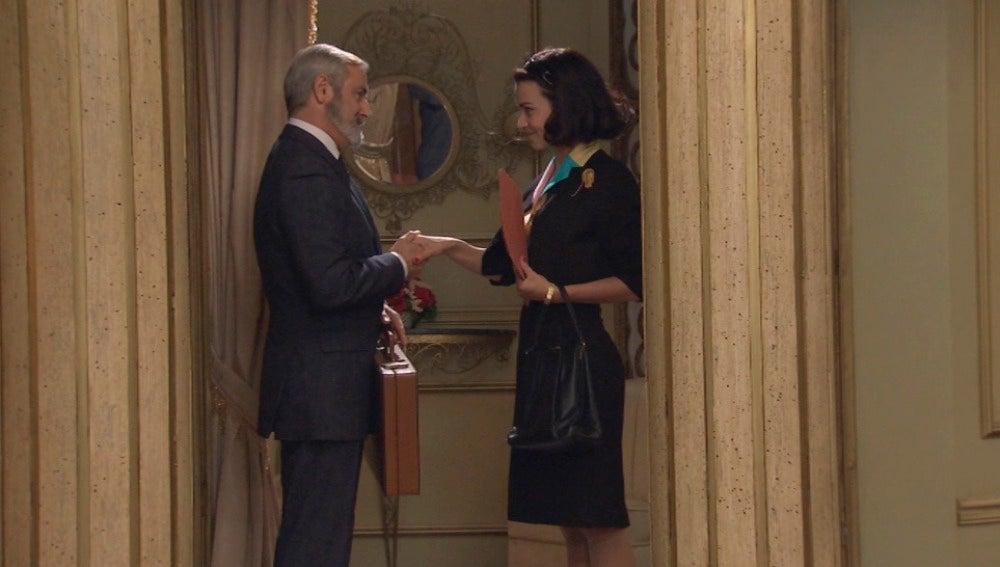 Laura sigue con su plan de aliarse a Isasmendi