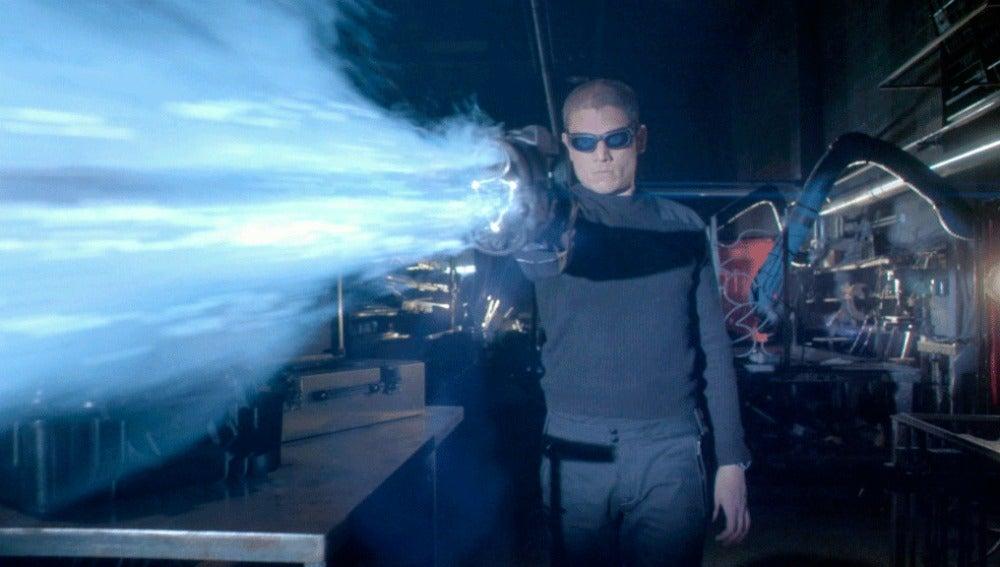 Snart roba el 'arma fría' que podría matar a The Flash