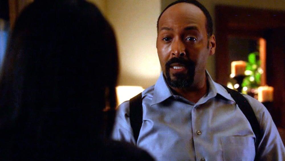 El detective Wells, preocupado por la relación de su hija con Eddie