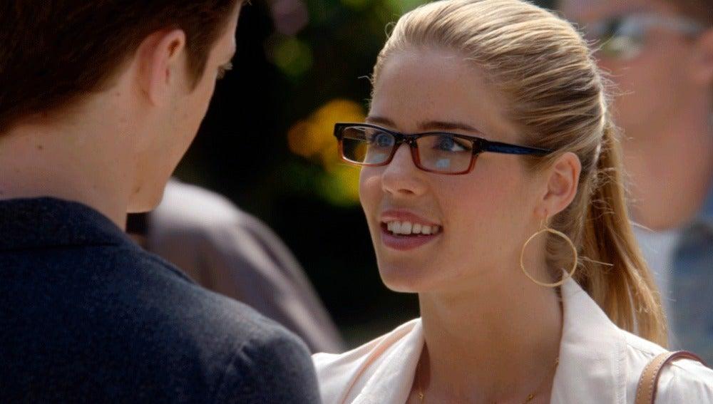 Felicity se interesa por el nuevo Barry