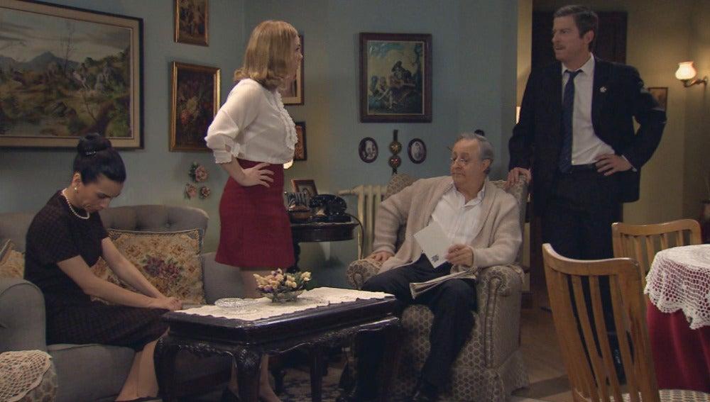 Marcelino y Manolita piden explicaciones a Leonor por su despido