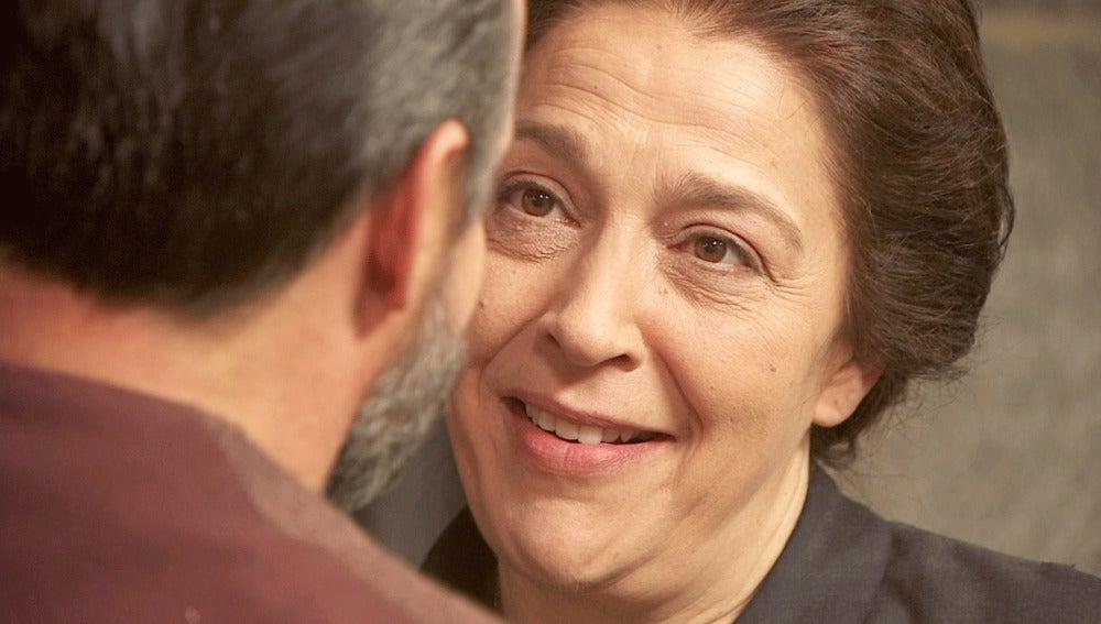 Francisca acepta la proposición de Raimundo: se casan