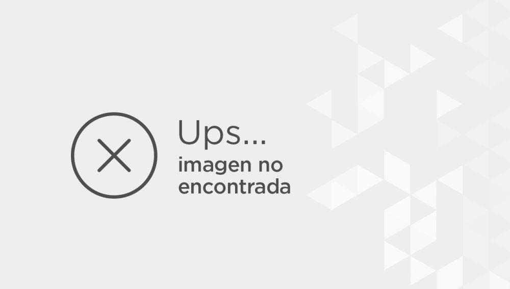 El montaje más patriótico, muestra al actor a lomo de un velociraptor que lleva una bandera americana