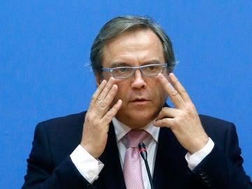 El socialista Antonio Miguel Carmona da explicaciones en rueda de prensa