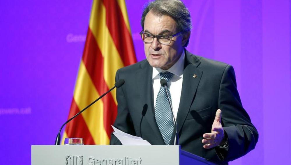 Artur Mas durante la conferencia de prensa tras la firma del decreto