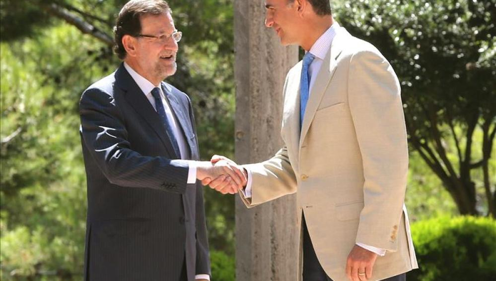 El presidente del Gobierno Mariano Rajoy y el Rey Felipe VI