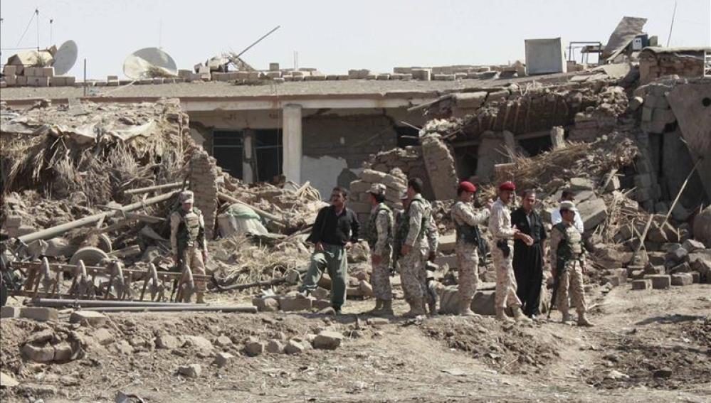 Soldados iraquíes en el distrito de al-Hamadaniya, en Mosul (Irak).