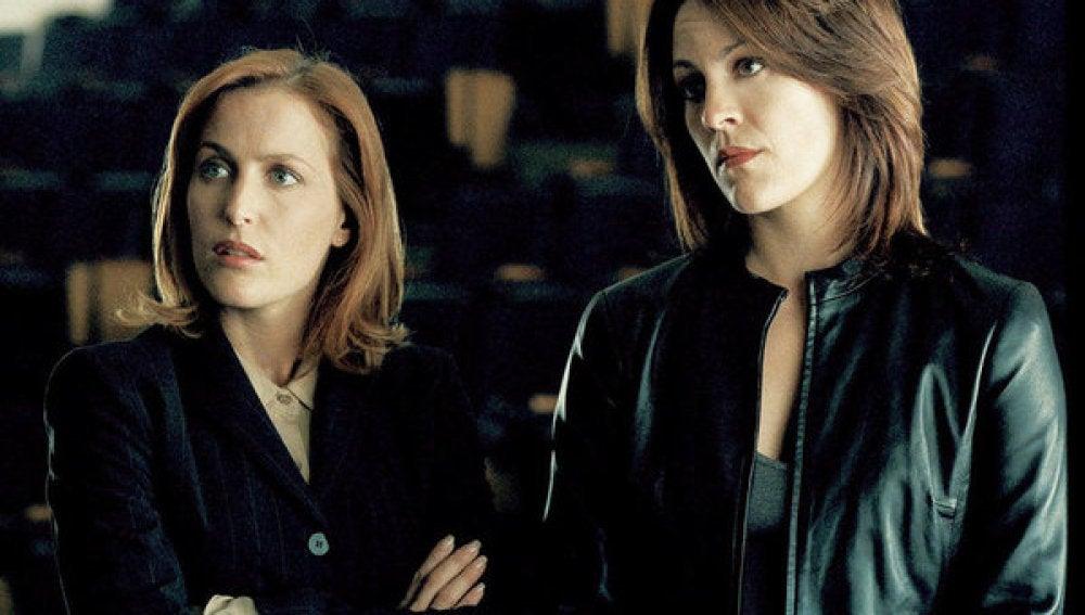 La agente Mónica Reyes y Dana Scully