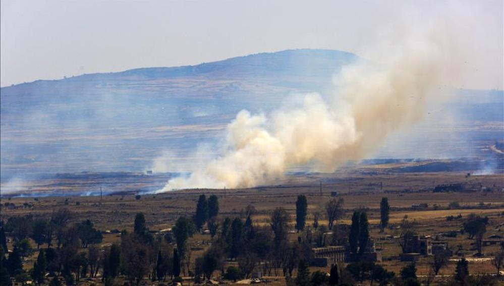 Una columna de humo tras una explosión en Siria