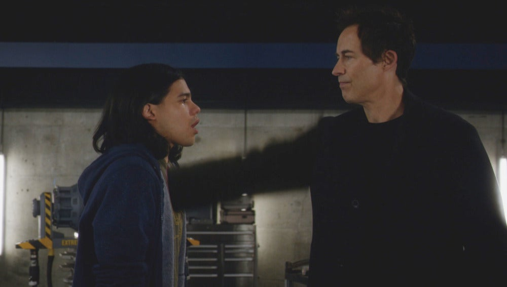 Cisco muere a manos del Dr. Wells