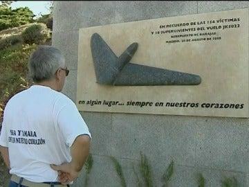 Placa homenaje por las víctimas de Spanair