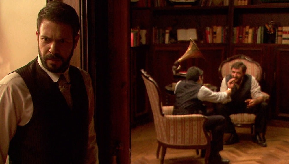Severo descubre que Carmelo ha estado en contacto con Arsenio
