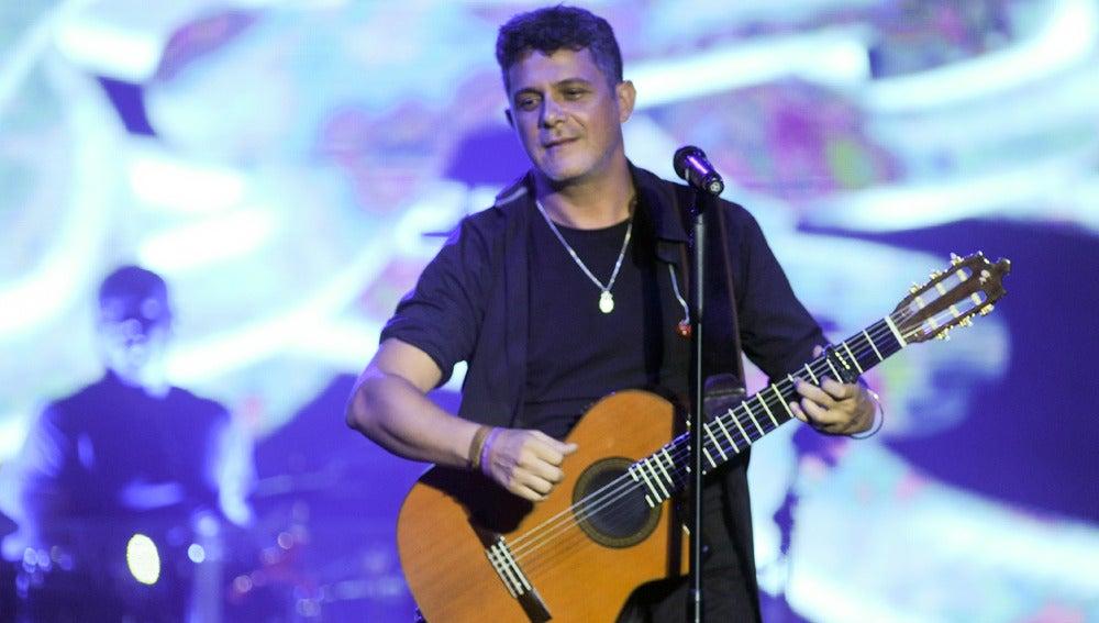 Alejandro Sanz lo da todo en su concierto