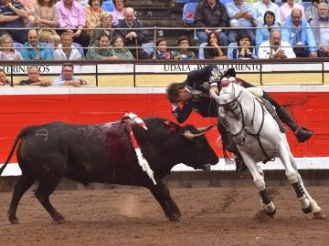 El rejoneador Pablo Hermoso de Mendoza ante su segundo primer toro