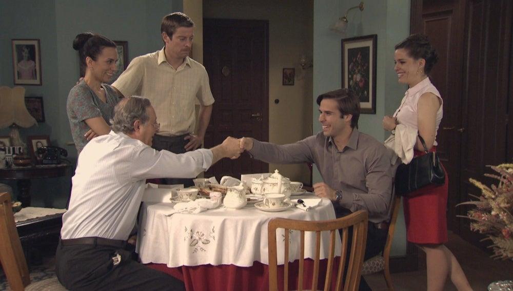 Clara, Nicolás y los Gómez