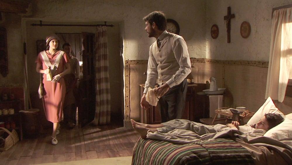 Sol se presenta por sorpresa en la casa del paciente de Lucas