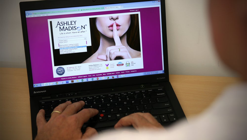 La web de citas de Ashley Madison hackeada