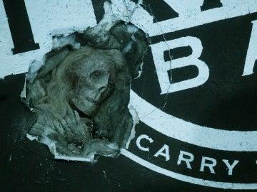 Un mujer momificada es encontrada en la pared de un club nocturno