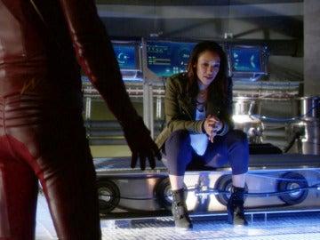 Iris, decepcionada con Barry por ocultarle su verdadera identidad