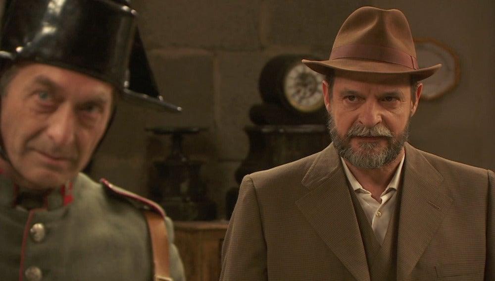 Raimundo regresa a Puente Viejo y paraliza el desahucio de La Casona