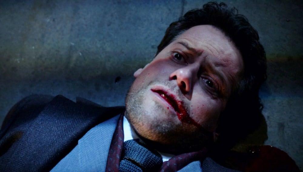 Adam dispara a Henry con el arma que le convirtió en inmortal