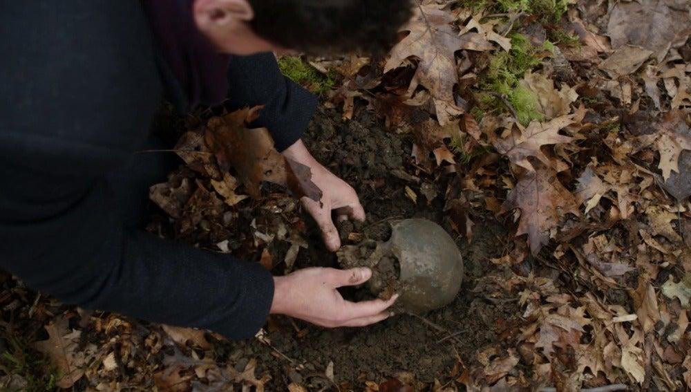 Henry halla los restos de Abigail