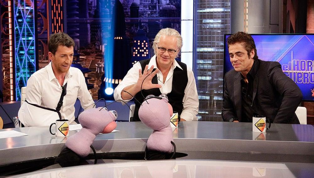 Pablo Motos, Tim Robbins y Benicio del Toro con Trancas y Barrancas en El Hormiguero 3.0