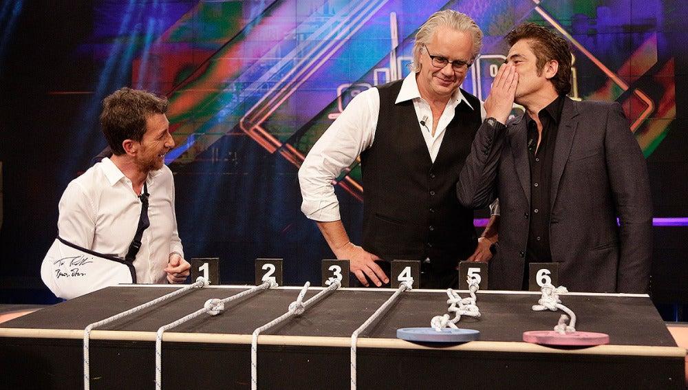 Benicio del Toro y Tim Robbins en El Hormiguero 3.0