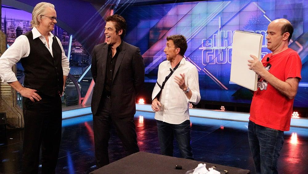 Benicio del Toro y Tim Robbins con Jandro en El Hormiguero 3.0