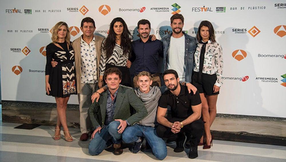 El elenco de 'Mar de plástico' en el FesTVal de Vitoria