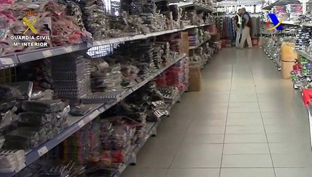 Operación de la Guardia Civil contra una red de traficantes de productos falsificados.