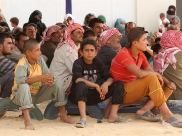 Cientos de refugiados esperan su tren a Europa