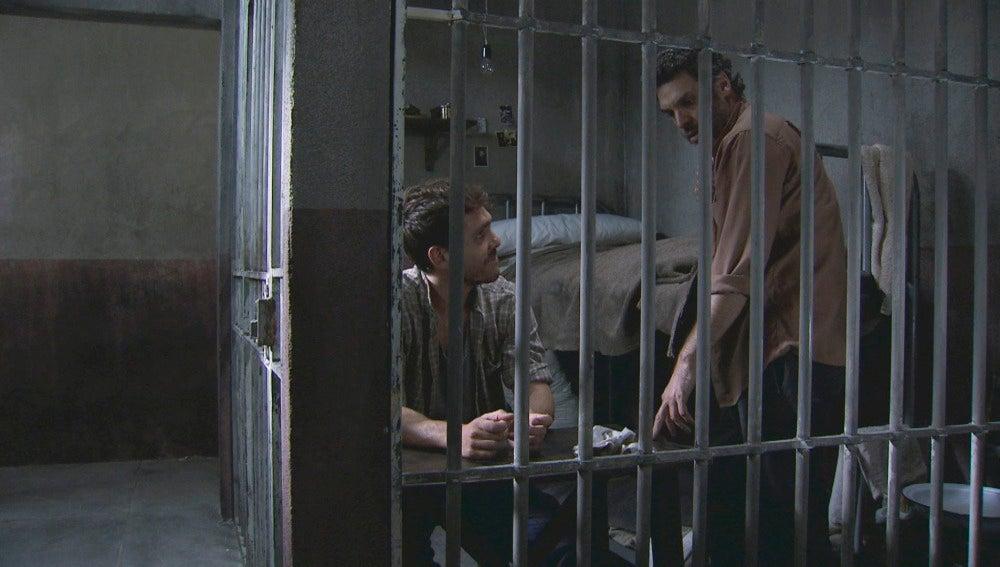Eladio y Toni en la celda