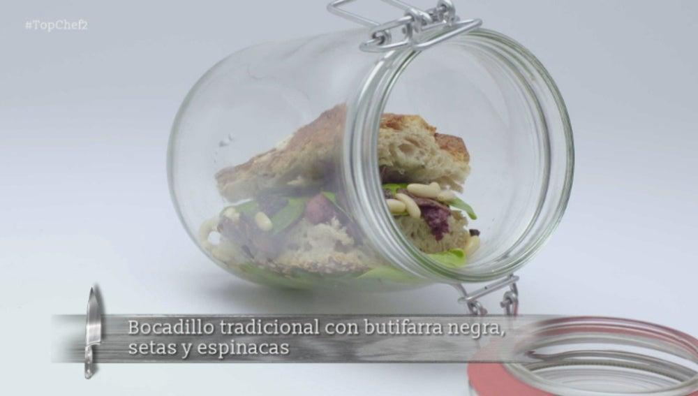 Bocadillo tradicional con butifarra negra, setas y espinacas