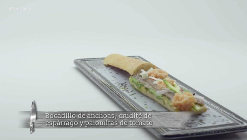 Bocadillo de anchoas, crudité de espárrago y palomitas de tomate