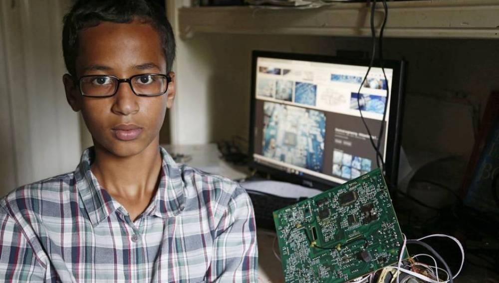 Ahmed, el joven que creó el reloj
