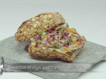 Bocadillo de atún, yogur y mostaza