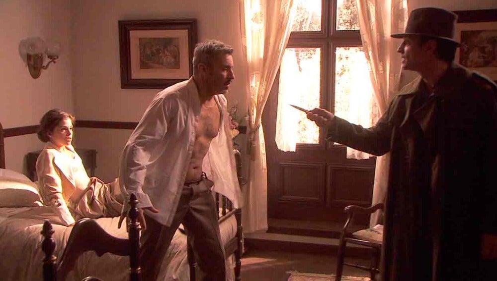 Un ladrón asalta a Alfonso y Hortensia