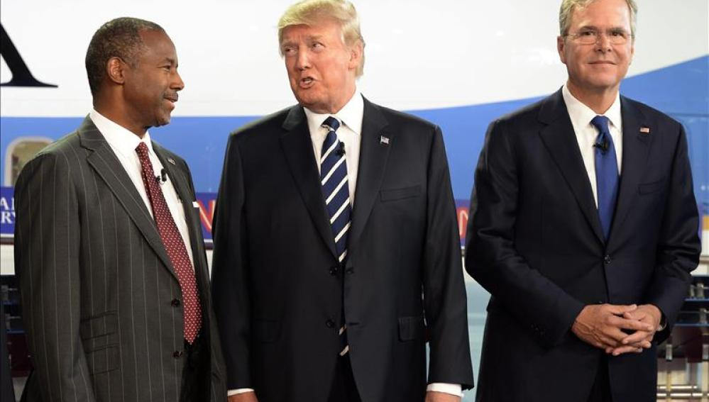 Los candidatos republicanos Ben Carson, Donald Trump y Jeb Bush.