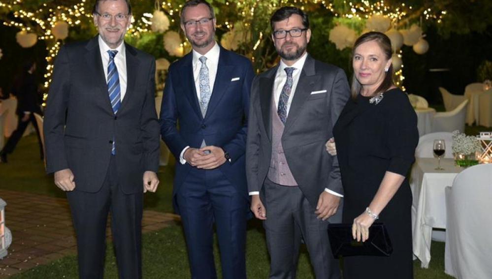 Rajoy y su esposa, con la pareja de recién casados