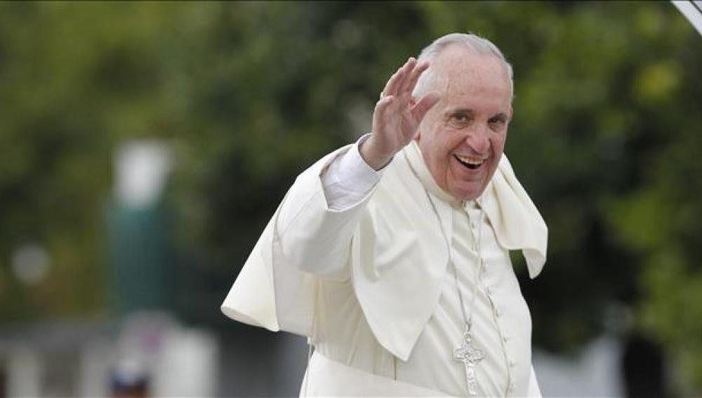 El Papa Francisco durante su trayecto hacia la Plaza de la Revolución