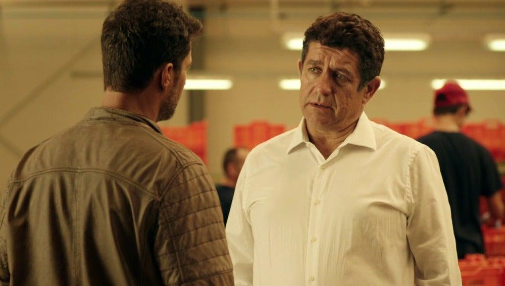 Juan Rueda intenta sobornar a Héctor