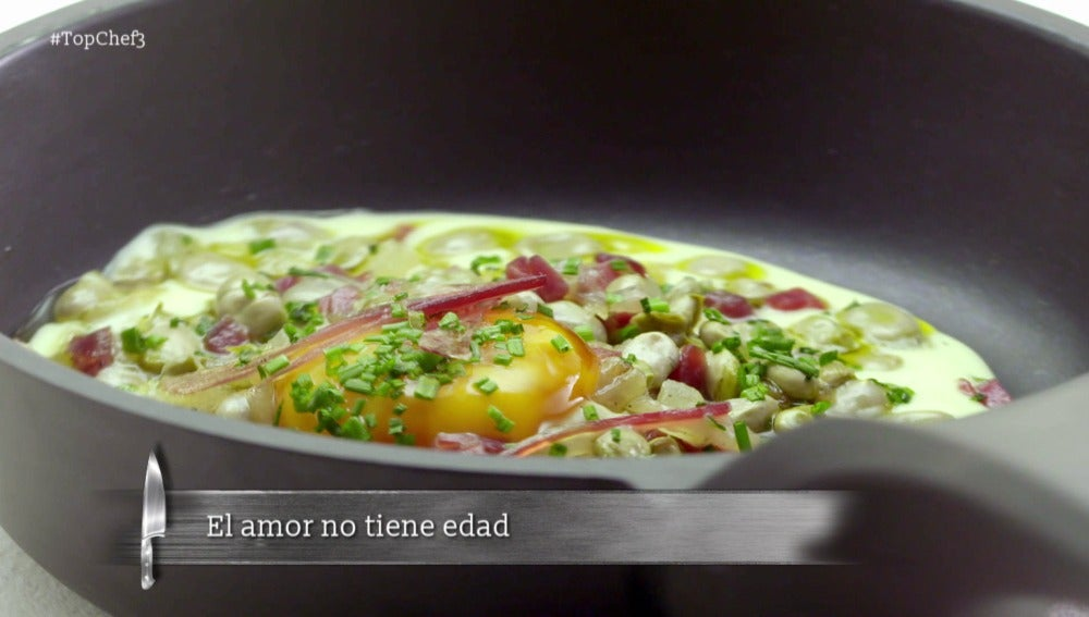 Pure de patatas cremoso - Habitas baby con jamón - Yema de huevo fluida