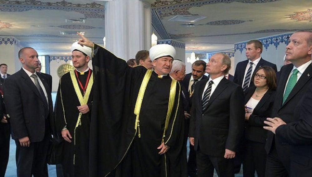 Vladimir Putin durante el acto de inauguración de la mezquita