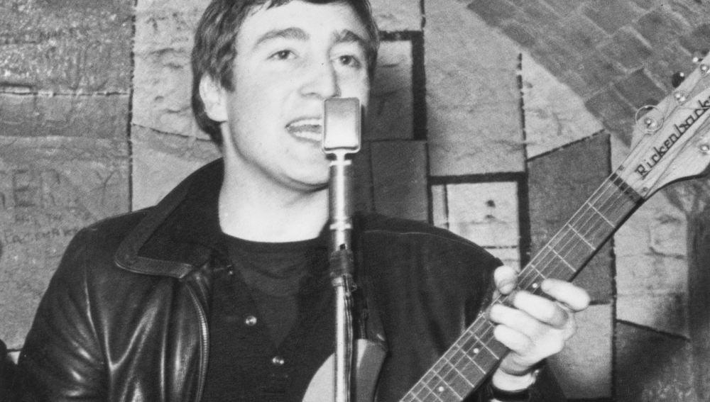 Un muy joven John Lennon