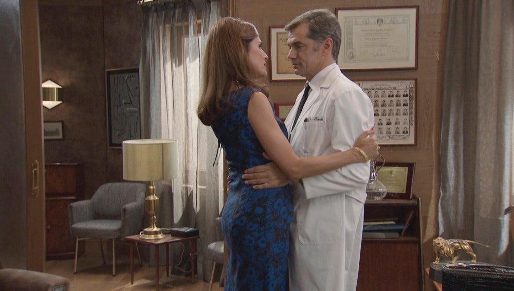 Adela Vázquez y el Dr. Martos