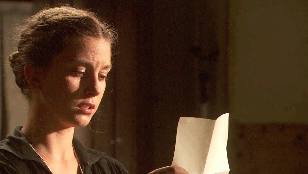 Rosalía recibe una nota anónima que involucra a Lucas en la muerte de Casimiro