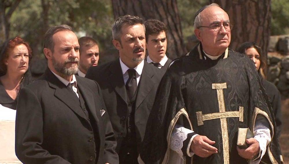 Los enemigos de Francisca, dispuestos a sabotear su funeral