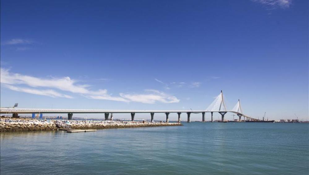 Panorámica del puente 'Constitución 1812' en Cádiz