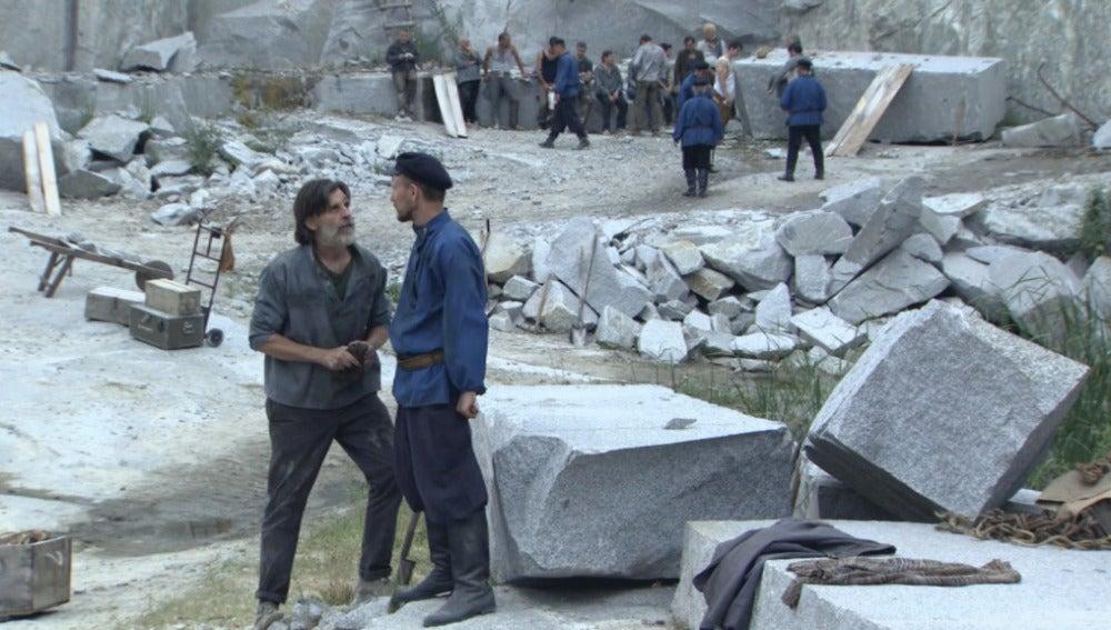 Tomás y el vigilante Oleg
